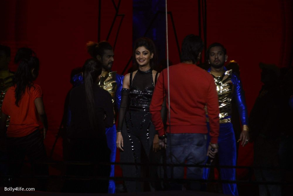 Shilpa-Shetty-perform-at-Sony-TV-reality-show-Super-Dancer-Finale-in-Mumbai-23.jpg