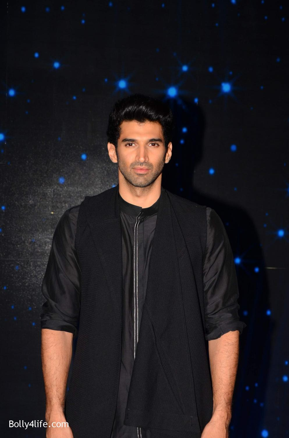 Shraddha-Kapoor-and-Aditya-Roy-Kapur-visit-on-the-set-of-Indian-Idol-Season-9-1.jpg