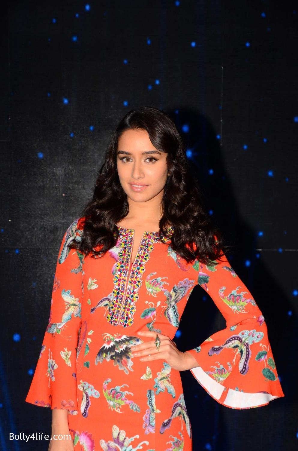 Shraddha-Kapoor-and-Aditya-Roy-Kapur-visit-on-the-set-of-Indian-Idol-Season-9-5.jpg