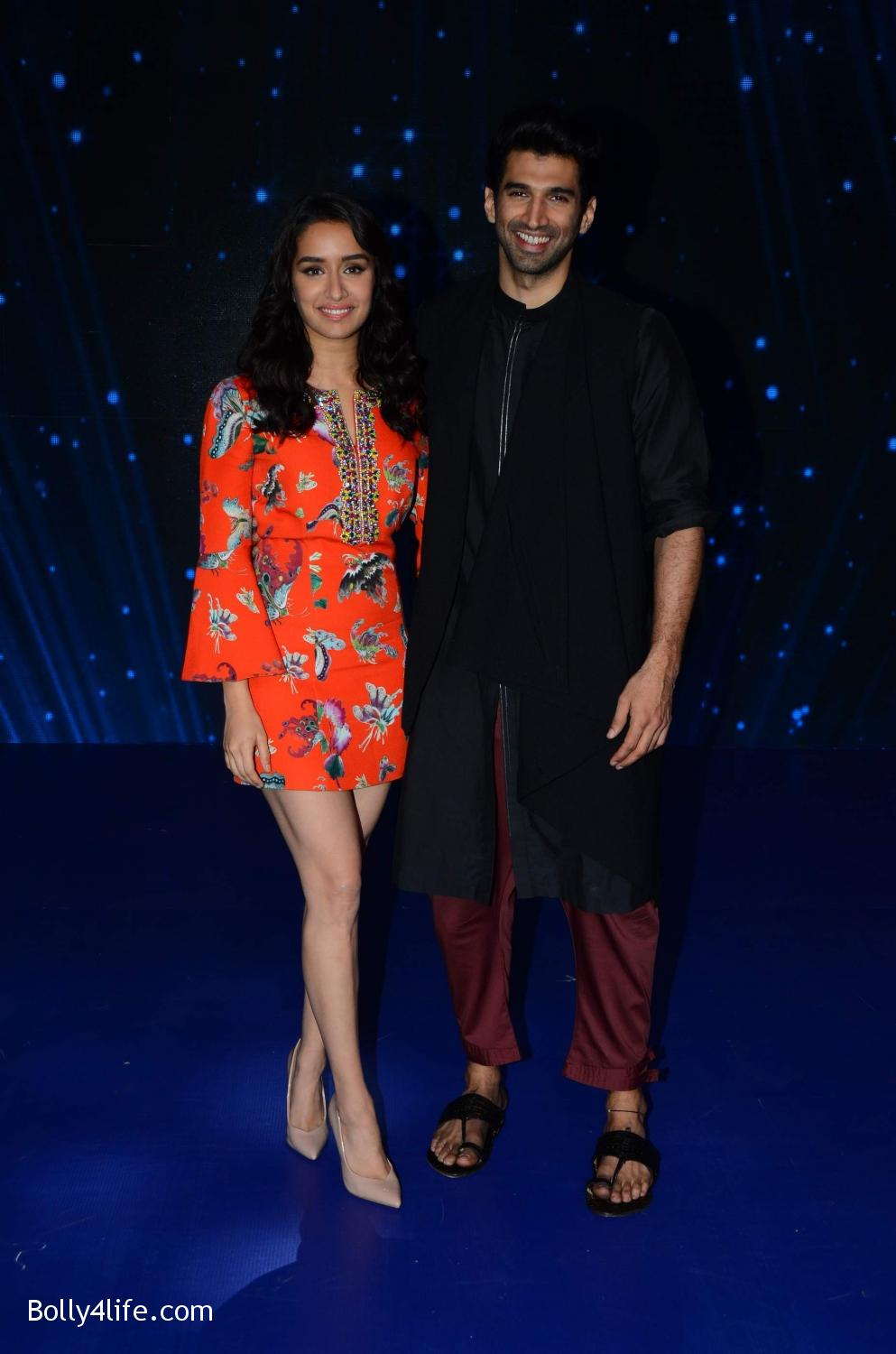Shraddha-Kapoor-and-Aditya-Roy-Kapur-visit-on-the-set-of-Indian-Idol-Season-9-7.jpg