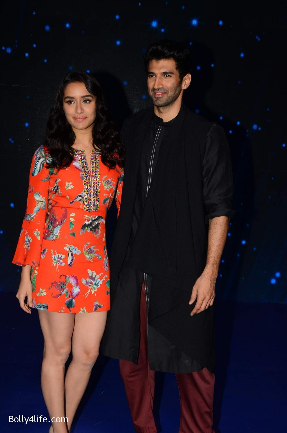Shraddha-Kapoor-and-Aditya-Roy-Kapur-visit-on-the-set-of-Indian-Idol-Season-9-8.jpg
