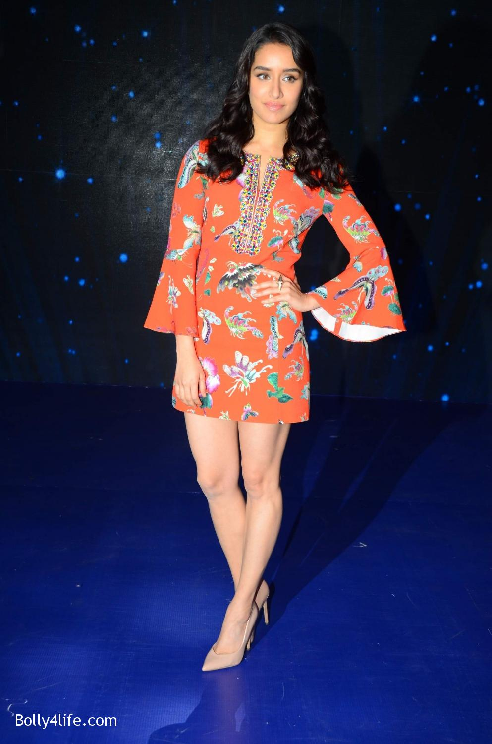 Shraddha-Kapoor-and-Aditya-Roy-Kapur-visit-on-the-set-of-Indian-Idol-Season-9-12.jpg