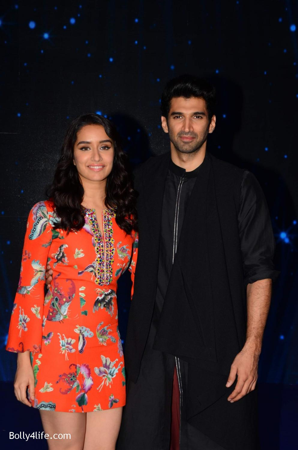 Shraddha-Kapoor-and-Aditya-Roy-Kapur-visit-on-the-set-of-Indian-Idol-Season-9-17.jpg