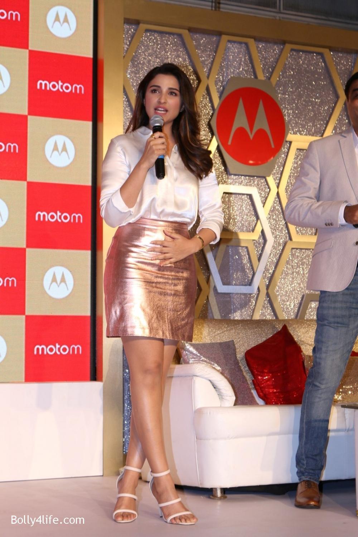 Parineeti-Chopra-launches-Motorola-Moto-M-3.jpg