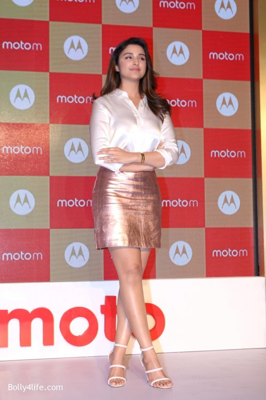 Parineeti-Chopra-launches-Motorola-Moto-M-4.jpg