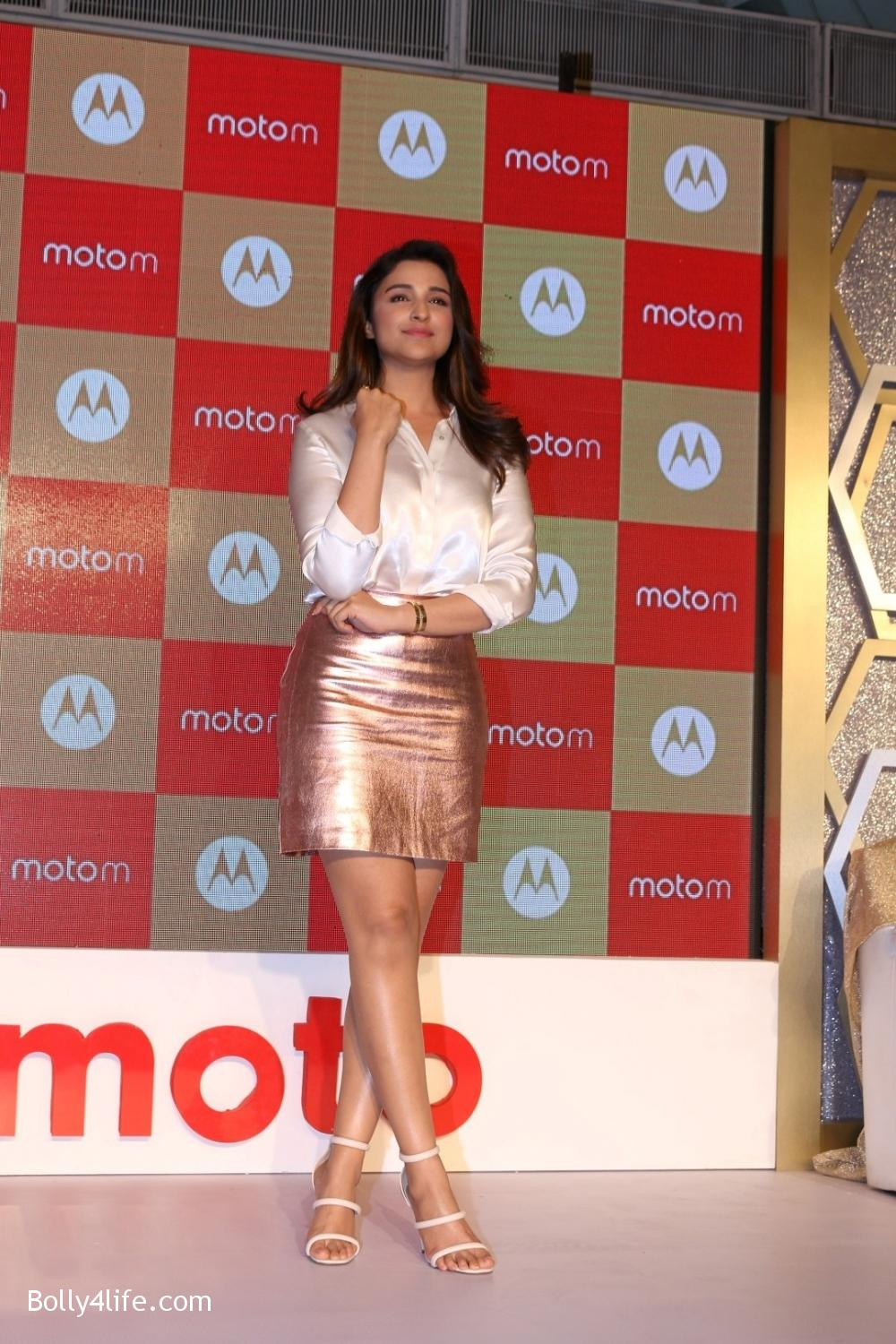Parineeti-Chopra-launches-Motorola-Moto-M-5.jpg