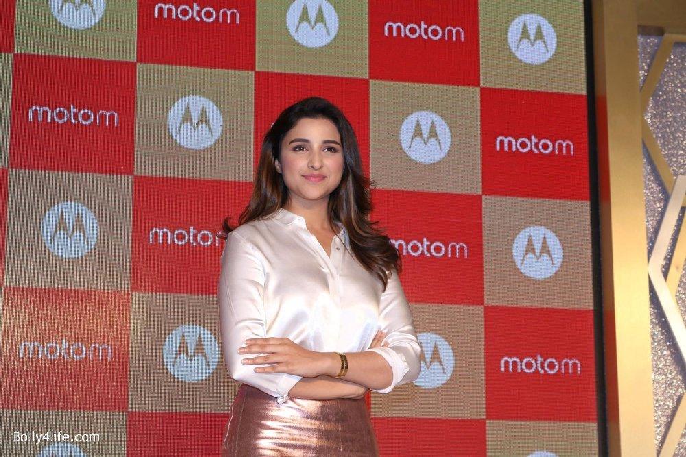 Parineeti-Chopra-launches-Motorola-Moto-M-6.jpg