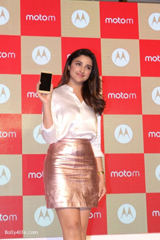 Parineeti-Chopra-launches-Motorola-Moto-M-10.jpg