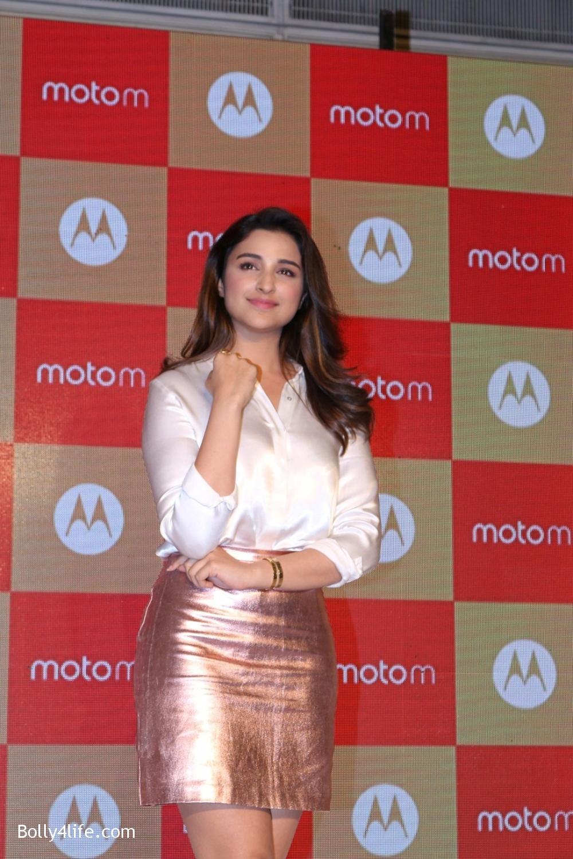 Parineeti-Chopra-launches-Motorola-Moto-M-11.jpg