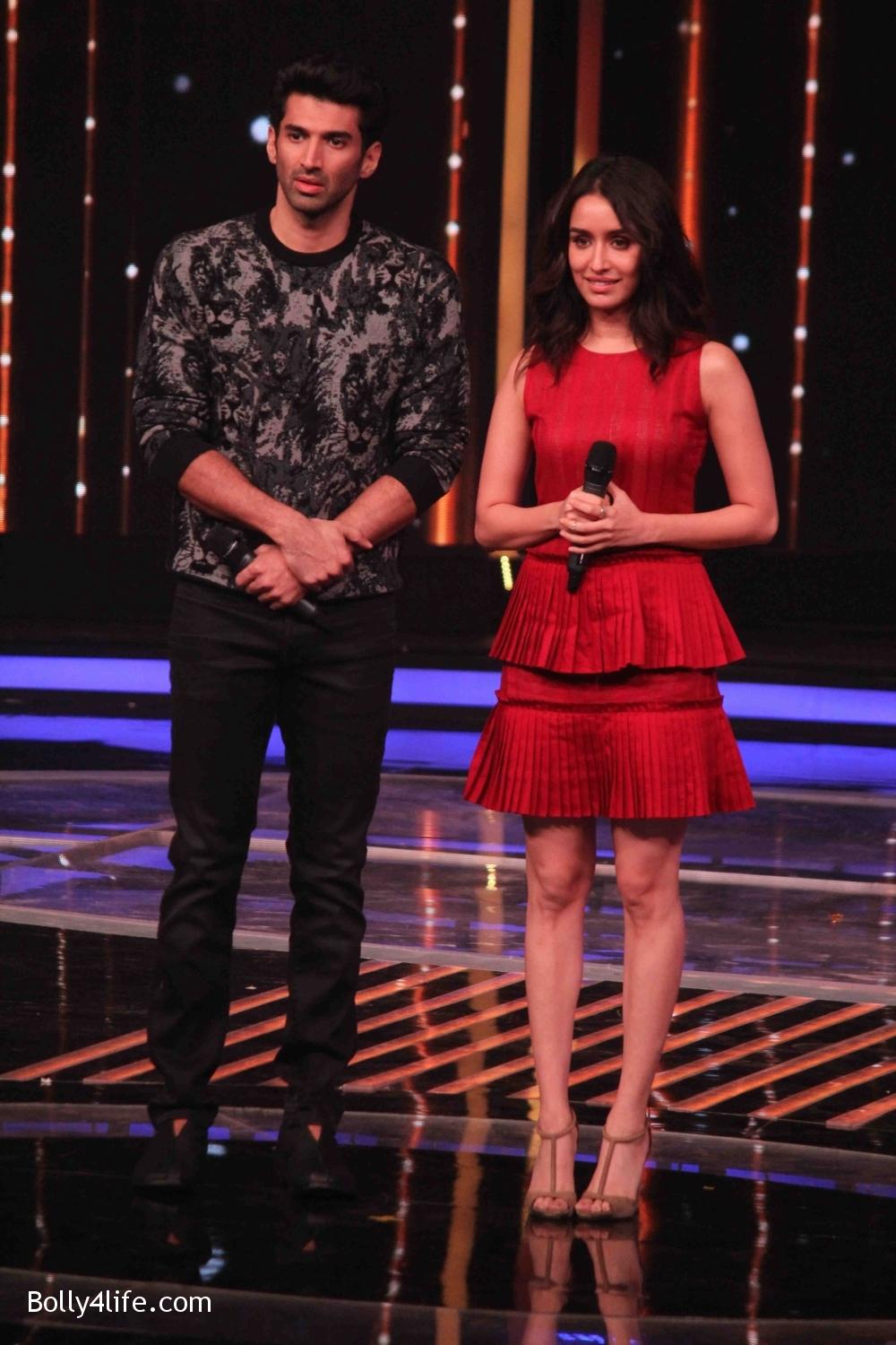Aditya-Roy-Kapur-and-Shraddha-Kapoor-during-the-promotion-of-film-Ok-Jaanu-on-the-sets-Star-Plus-singing-reality-show-Dil-Hai-Hindustani-5.jpg