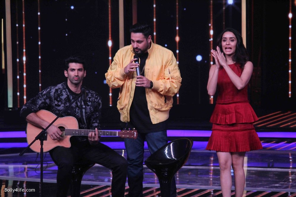 Aditya-Roy-Kapur-and-Shraddha-Kapoor-during-the-promotion-of-film-Ok-Jaanu-on-the-sets-Star-Plus-singing-reality-show-Dil-Hai-Hindustani-8.jpg