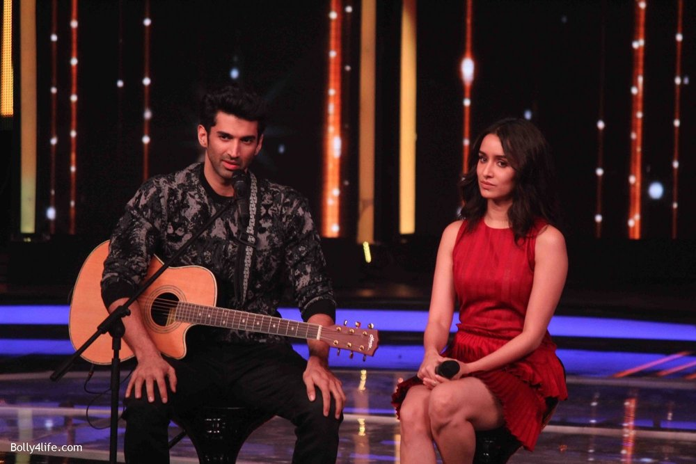 Aditya-Roy-Kapur-and-Shraddha-Kapoor-during-the-promotion-of-film-Ok-Jaanu-on-the-sets-Star-Plus-singing-reality-show-Dil-Hai-Hindustani-18.jpg
