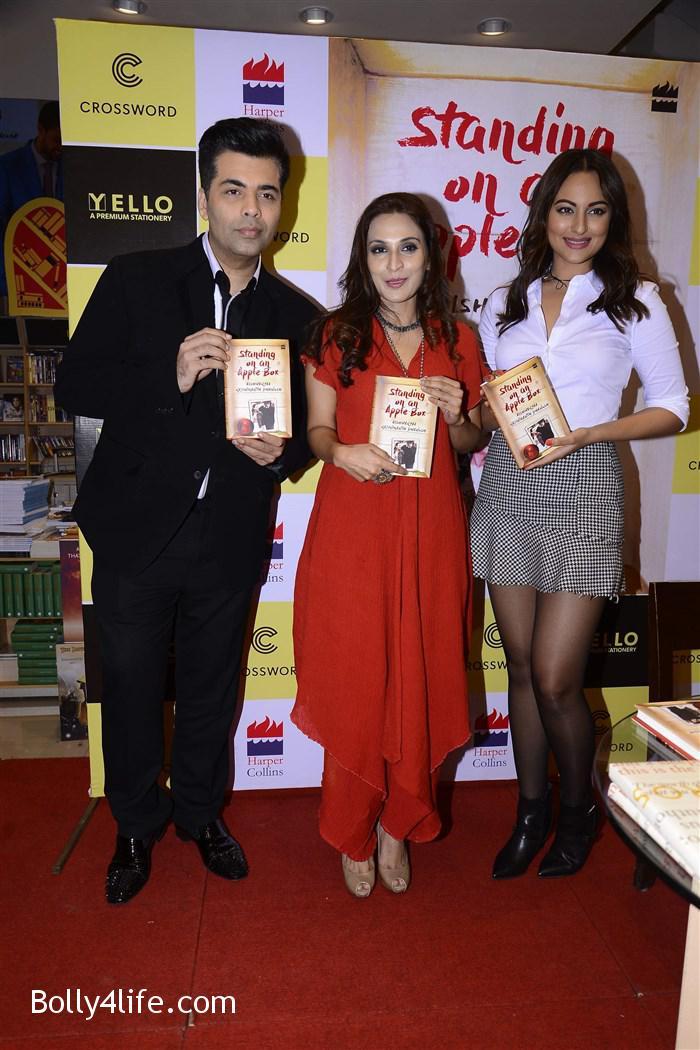 aishwarya_rajinikanth_dhanush_standing_on_an_apple_box_book_launch_stills_11b1a5f.jpg