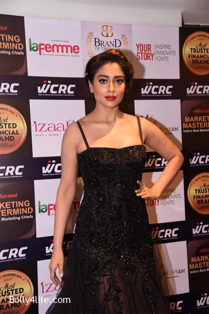 actress_shriya_saran_walk_the_ramp_lakshyam_fashion_show_stills_8c0e788.jpg