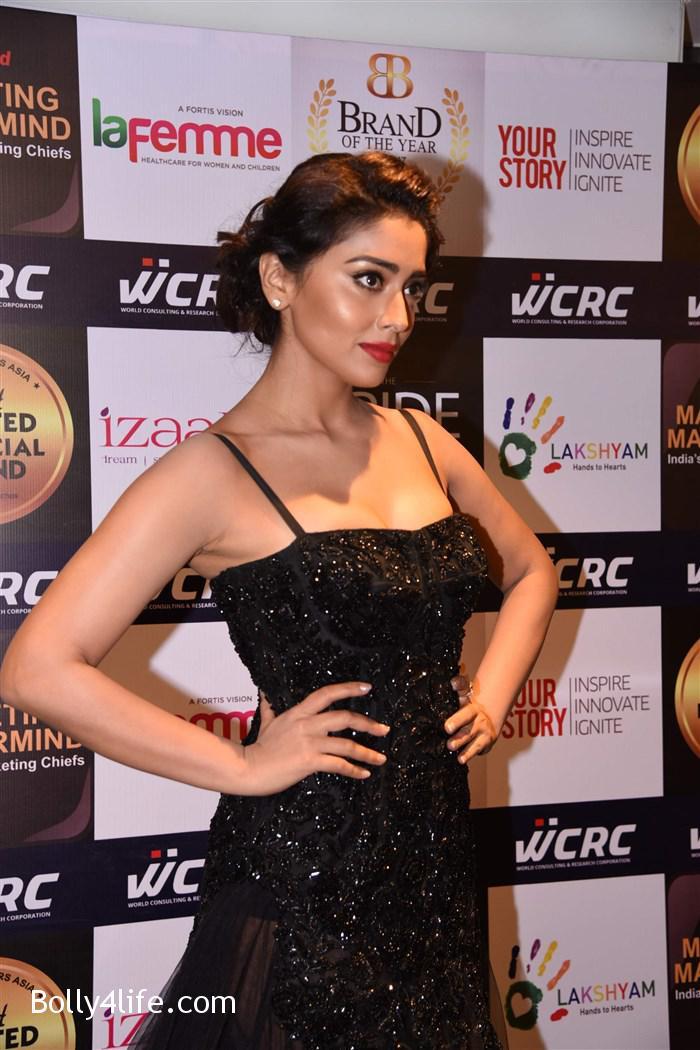 actress_shriya_saran_walk_the_ramp_lakshyam_fashion_show_stills_48a6061.jpg