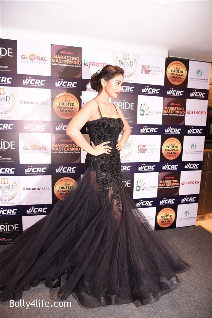 actress_shriya_saran_walk_the_ramp_lakshyam_fashion_show_stills_92f7a83.jpg