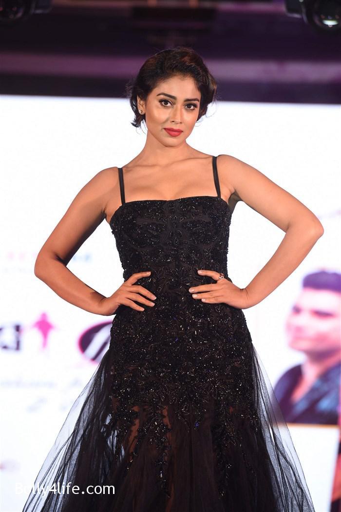 actress_shriya_saran_walk_the_ramp_lakshyam_fashion_show_stills_3303f66.jpg