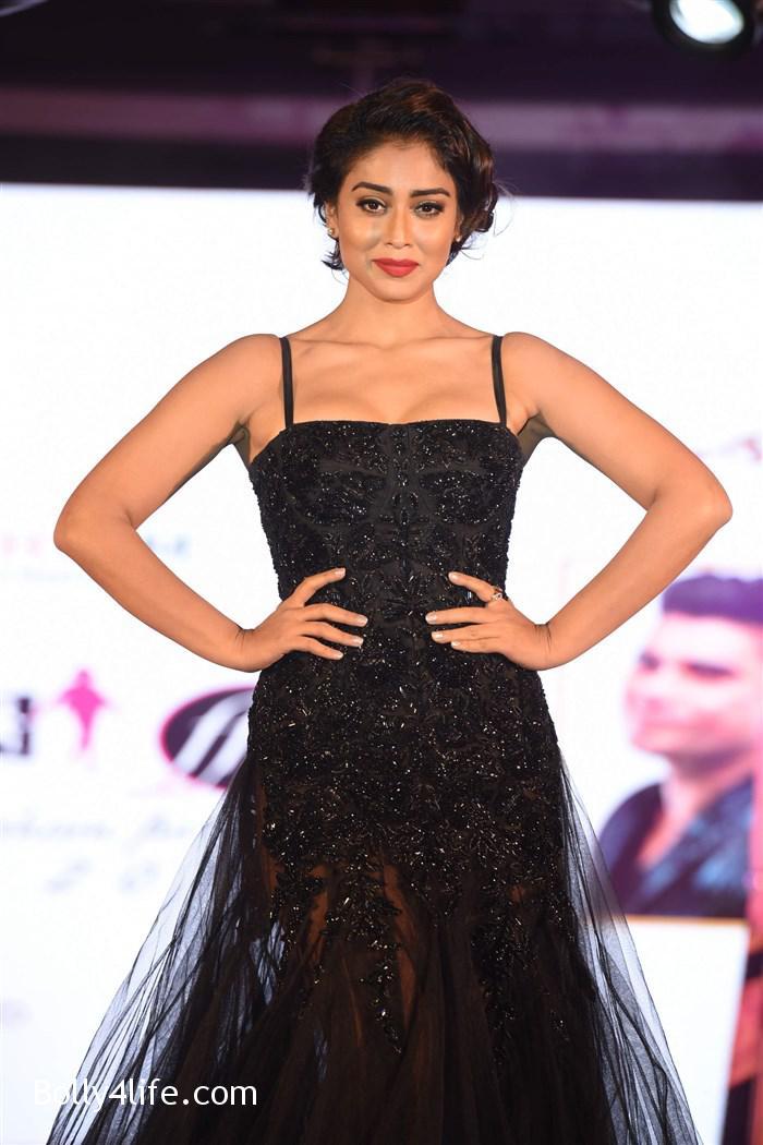 actress_shriya_saran_walk_the_ramp_lakshyam_fashion_show_stills_4666a97.jpg