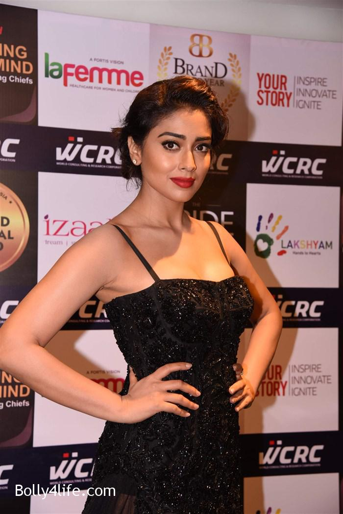 actress_shriya_saran_walk_the_ramp_lakshyam_fashion_show_stills_85393bf.jpg