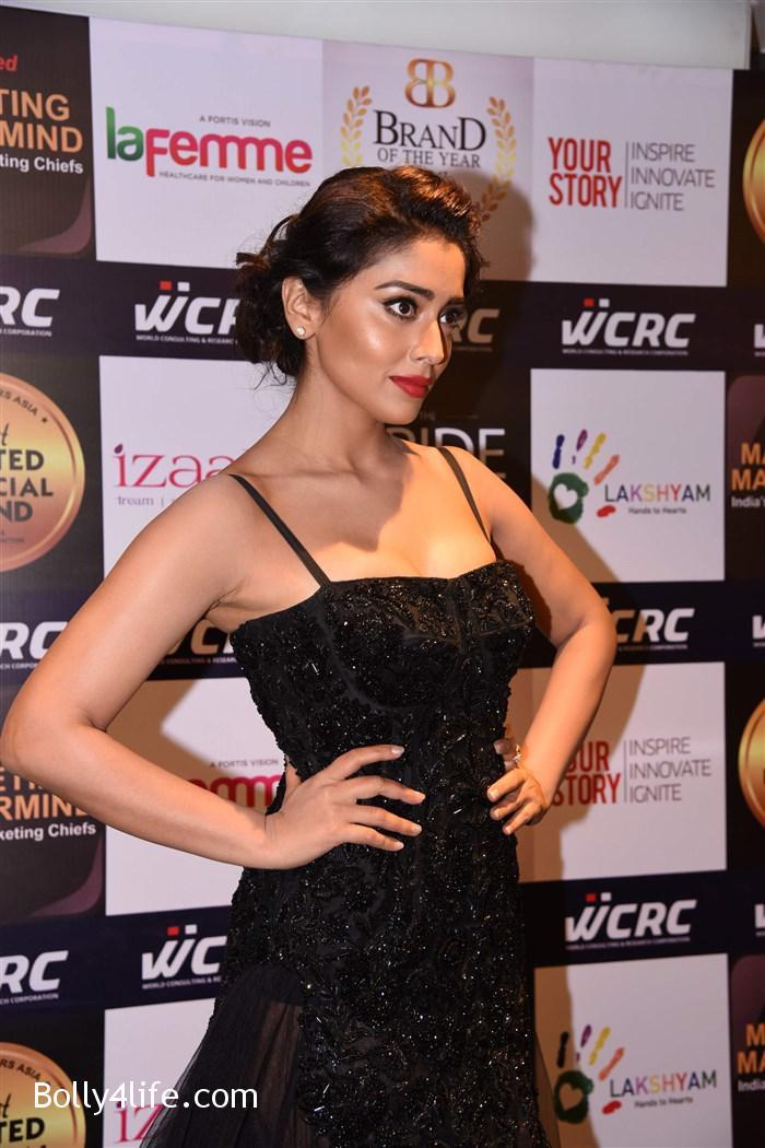 actress_shriya_saran_walk_the_ramp_lakshyam_fashion_show_stills_263770f.jpg
