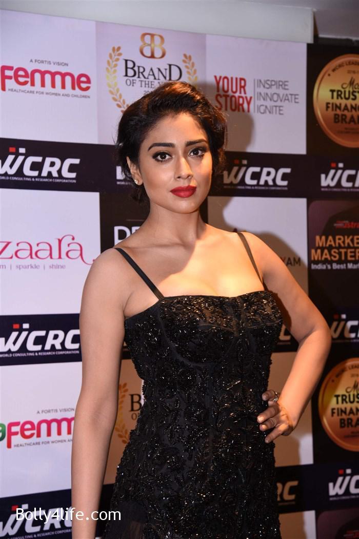 actress_shriya_saran_walk_the_ramp_lakshyam_fashion_show_stills_365140c.jpg