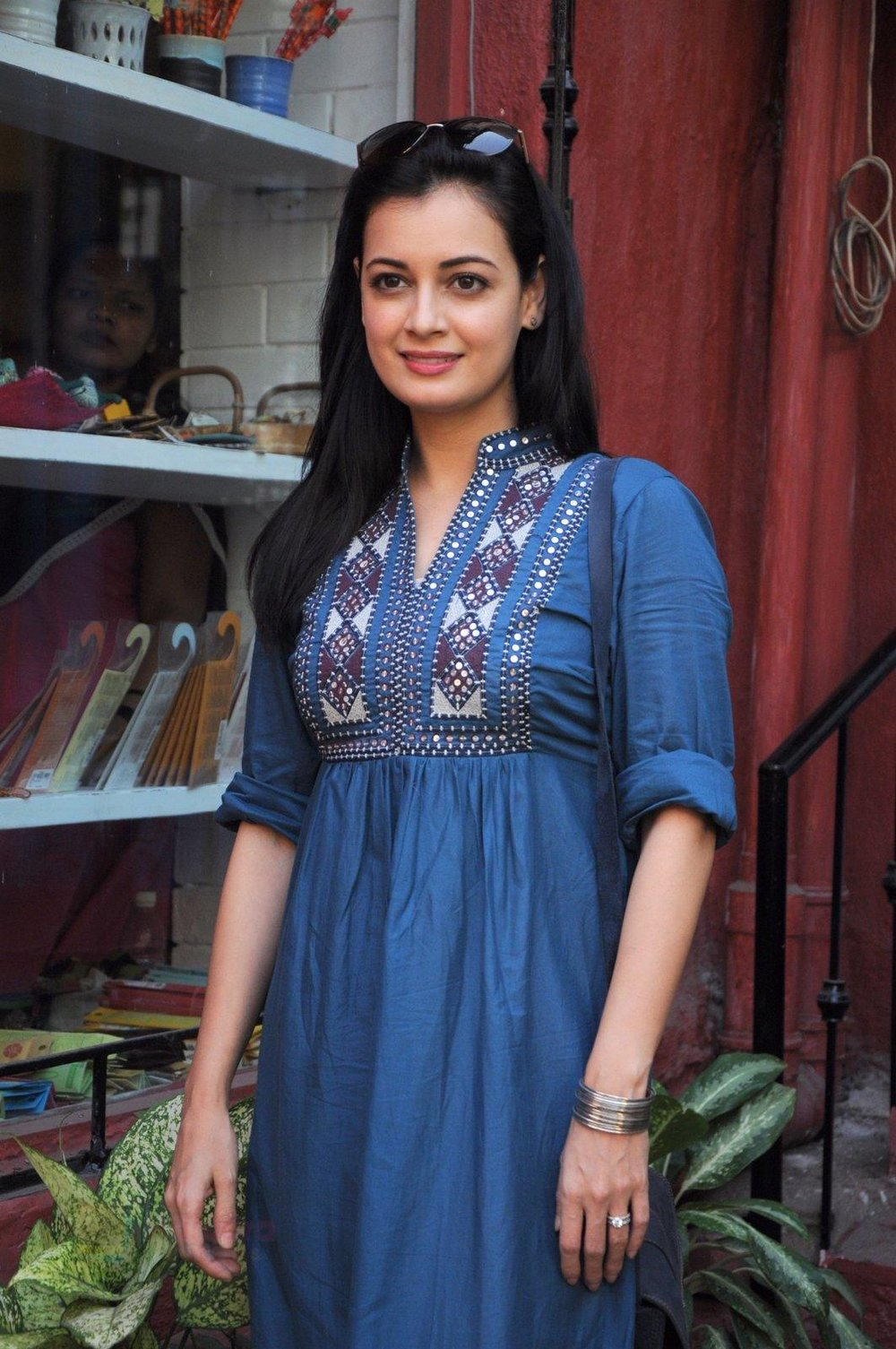 Dia Mirza snapped shopping in Pali Village (2).JPG