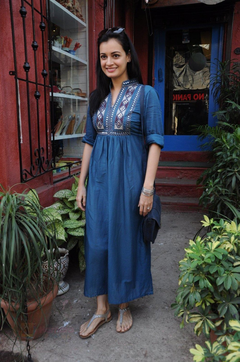 Dia Mirza snapped shopping in Pali Village (1).JPG