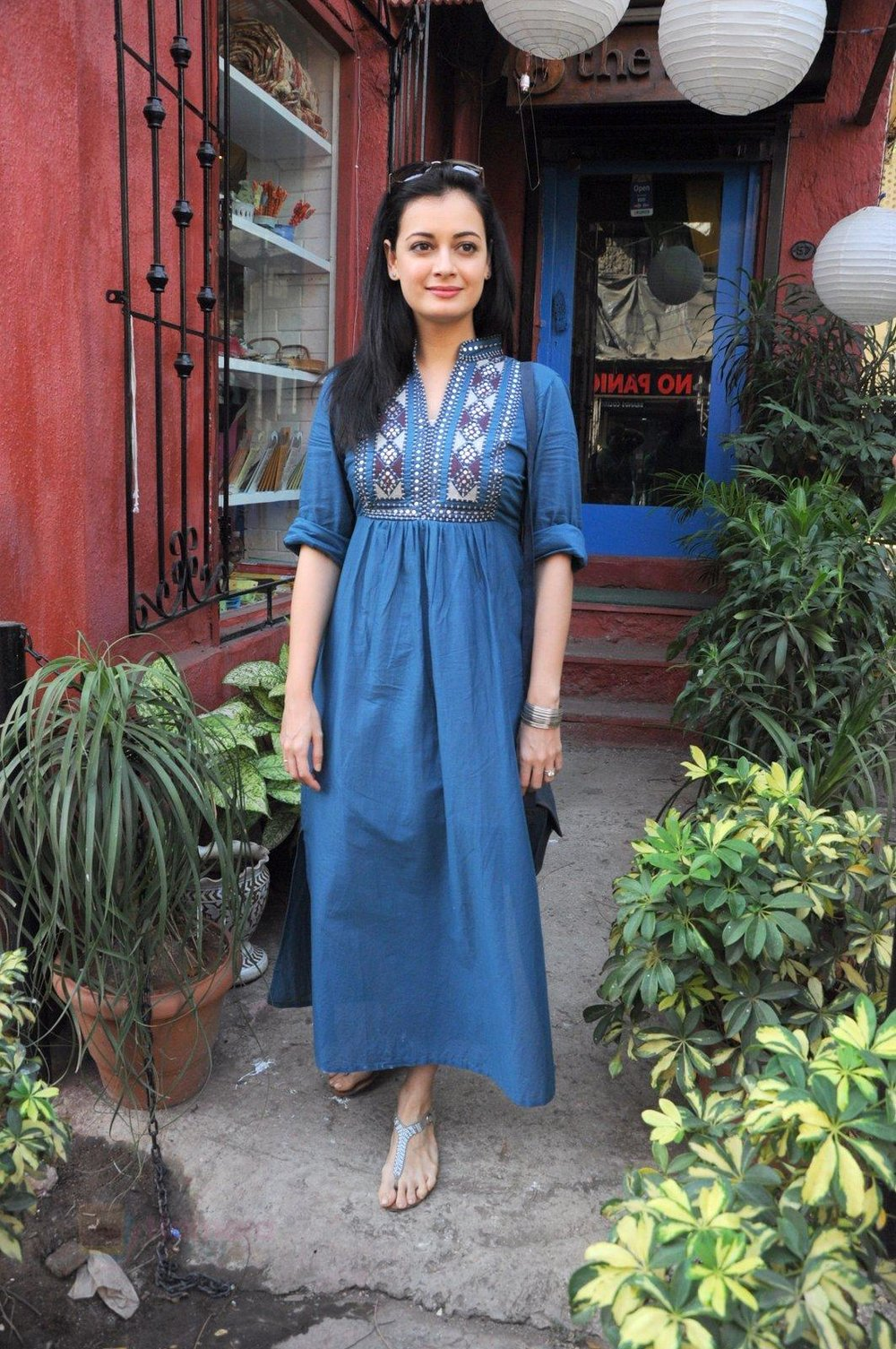 Dia Mirza snapped shopping in Pali Village on 29th Jan 2017 shown to user 34724