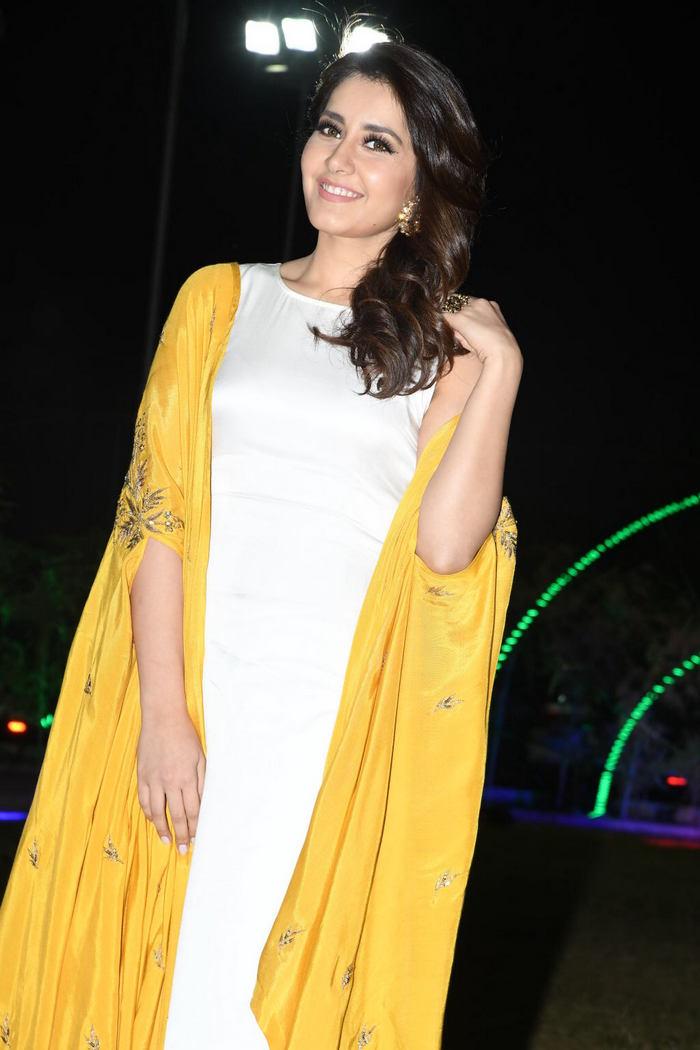 Rashi Khanna (22)1510330344.JPG