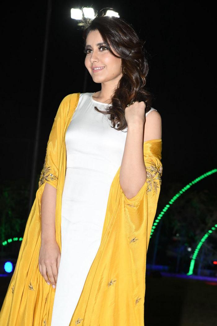 Rashi Khanna (25)1510330345.JPG