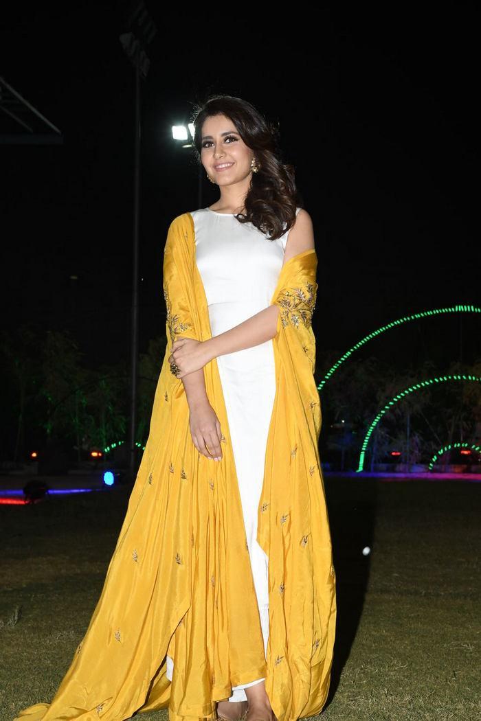 Rashi Khanna (32)1510330345.JPG