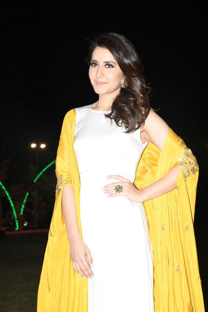 Rashi Khanna (36)1510330345.JPG