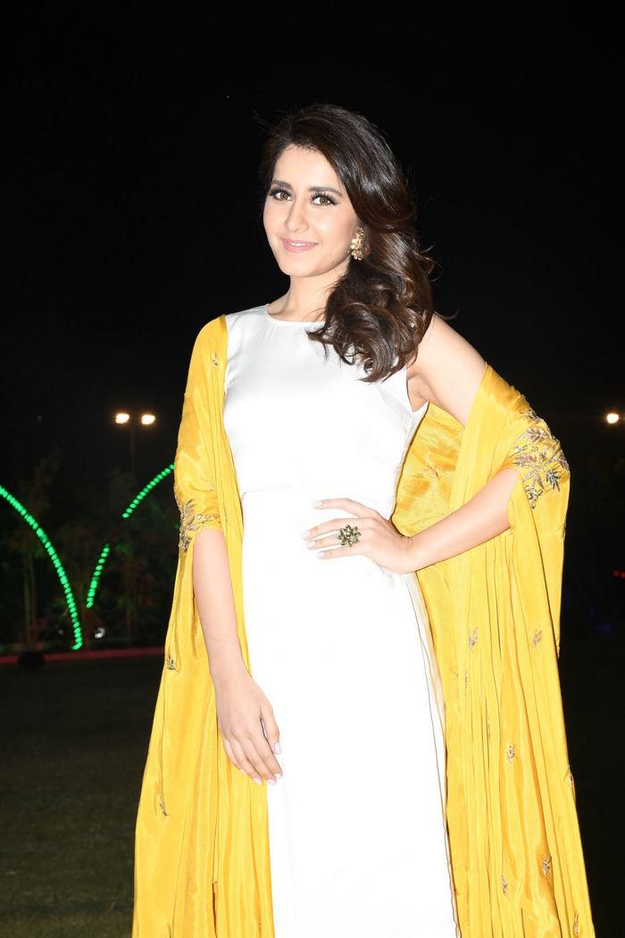 Rashi Khanna (37)1510330345.JPG