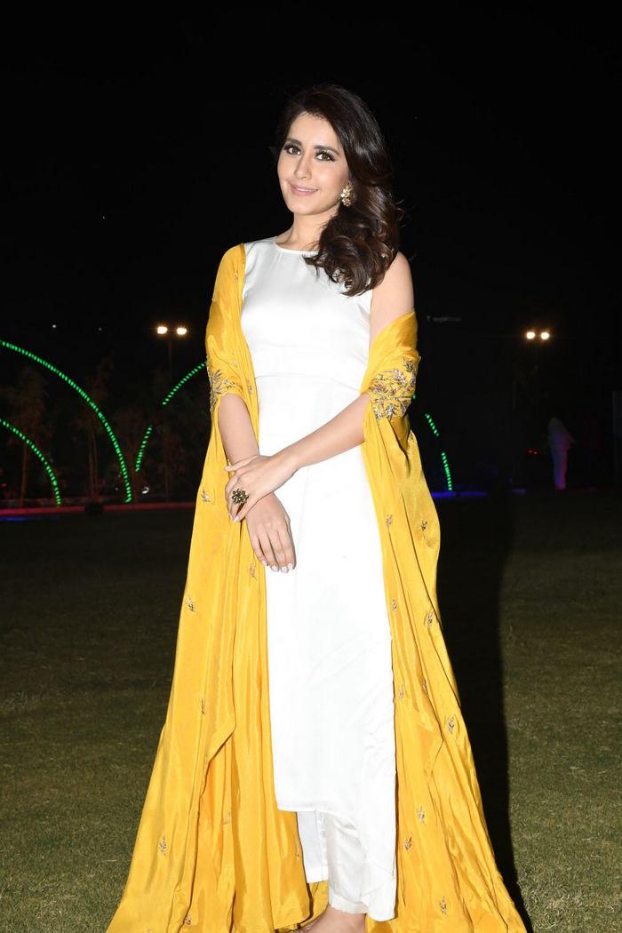 Rashi Khanna (39)1510330345.JPG