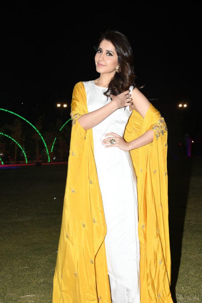 Rashi Khanna (41)1510330345.JPG