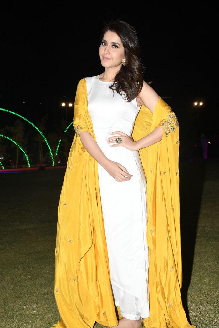 Rashi Khanna (43)1510330345.JPG
