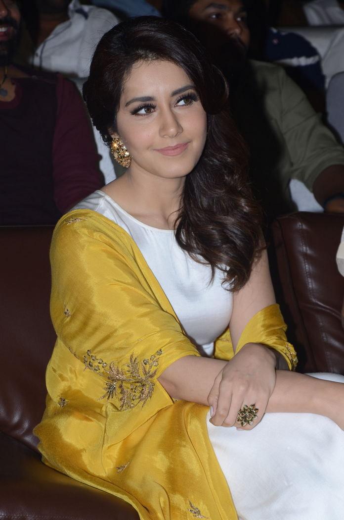 Rashi Khanna (54)1510330345.JPG
