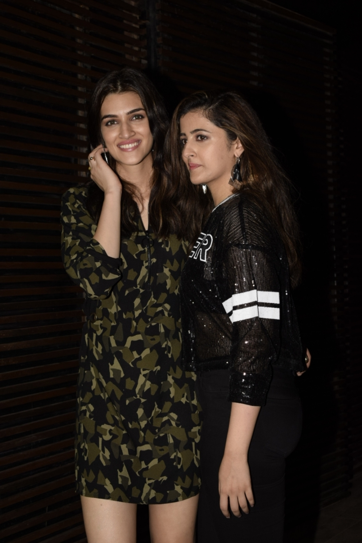 Mumbai: Actress Kriti Sanon along with her sister Nupur Sanon at director Anand L Rai's birthday celebration in Mumbai on June 27, 2018. (Photo: IANS)