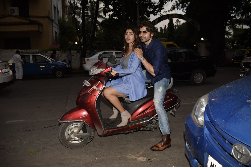 Mumbai: Actor Gurmeet Choudhary seen with his wife Debina Bonnerjee at Juhu in Mumbai on Sept 2, 2018. (Photo: IANS)