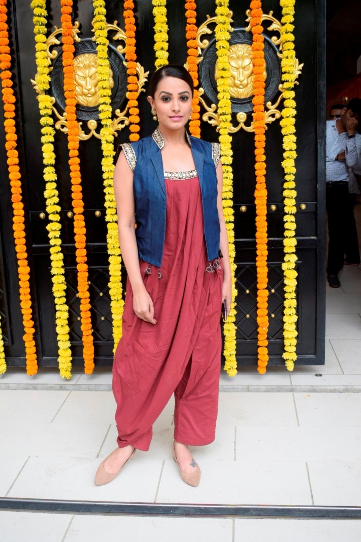 Mumbai: Actress Anita Hassanandani at producer Ekta Kapoor's residence for Ganpati Celebrations in Mumbai on Sept 16, 2018. (Photo: IANS)
