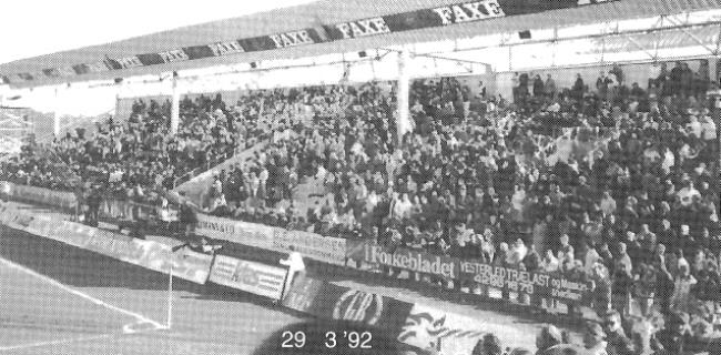 Sydsiden som den så ud til første kamp mod Lyngby BK den 29. marts 1992.