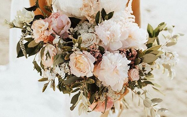 Few things are better than a gorgeous bridal bouquet!!