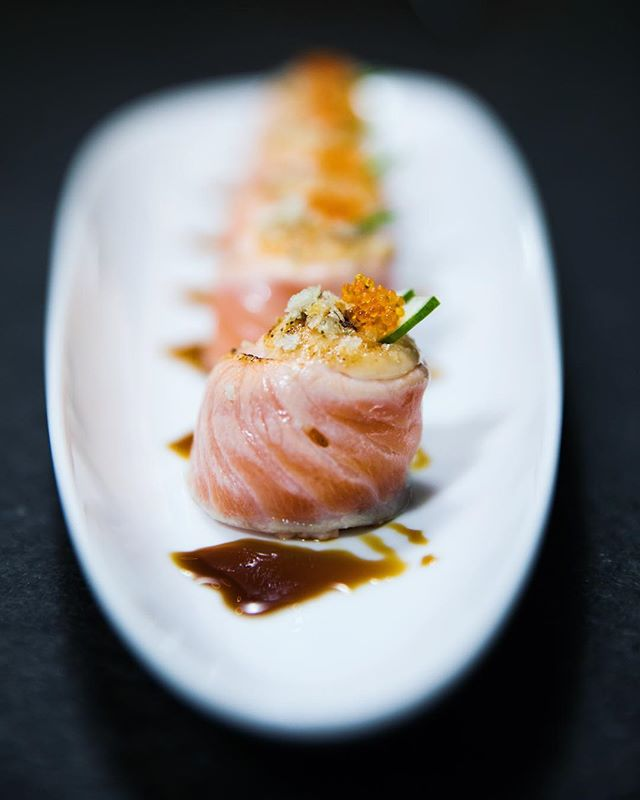 Seared salmon rolls 👌🏻 happy Monday people!  Shot at @ippudo.au . . . . #japanese #japanesecuisine #friedenoki #clams #searedsalmon #searedsalmonroll #spicygoma #ebiguacamole #porkbuns #gyusagariyaki #foodie #food foodporn #gourmettraveller #sydney #australia #foodphotography #foodstylist #foodgasm #sydneyeats #searedsalmon #salmonrolls #fishraw #japaneserolls #soysauce