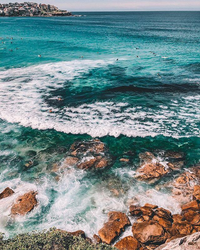 Abbiamo una sola vita a disposizione.  Vero.  Ma dentro ad una vita ne possiamo vivere migliaia e credo che questo sia proprio il bello della vita.  Il cambiamento, che spaventa sempre, ma poi porterà altre vite, esperienze, avventure.  Quale delle tante vite dentro ad una vita alla fine sarà la più bella? 🙄🤗 E voi? Quante vite avete vissuto finora?  #onelife #yolo #oceanmagic #societyihopeyourenotlonleywithoutme #awildmind #viaggiatrice #exploreaustralia #siviaggiare #mangiaviviviaggia #globetrotter #wearetravelgirls #travelgirlshub #womenwhotravel #sheisnotlost #instatravel #travelette #damestravel #dametraveler #travelbug #traveladdict #travellife #australia #femmetravel #outdoorwomen #passionpassport #ladiesgoneglobal #girlaroundtheworld 