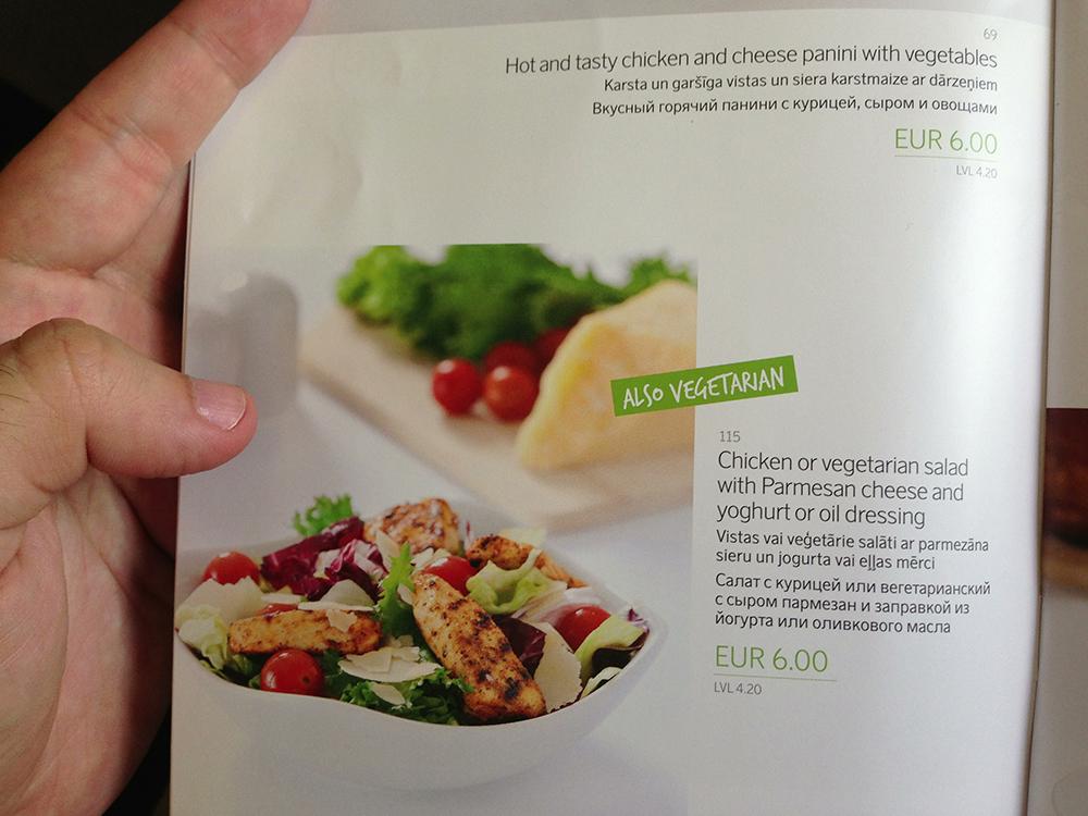 Opção vegetariana no cardápio do voo. Rafa passou bem