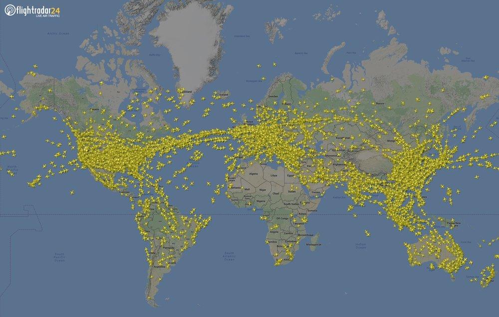 Cobertura global do tráfego aéreo feita pela versão web do Flightradar24 — clique para ampliar
