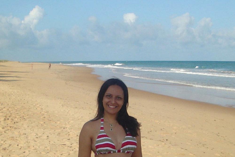 Olha o sorriso no rosto de nossa panicada em Praia do Forte (BA), em 2009. Tão bom viajar, o chato é esse medo, né, Sandra? Te entendo muito