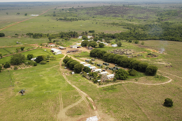 Vista aérea da fazenda Jarinã, local onde foi montada uma base improvisada para dar suporte às equipes de resgate (Foto: FAB)