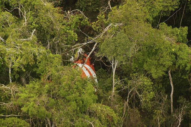 Parte da Fuselagem do avião da GOL avistada pela equipe de busca da Força Aérea Brasileira (Foto: FAB)