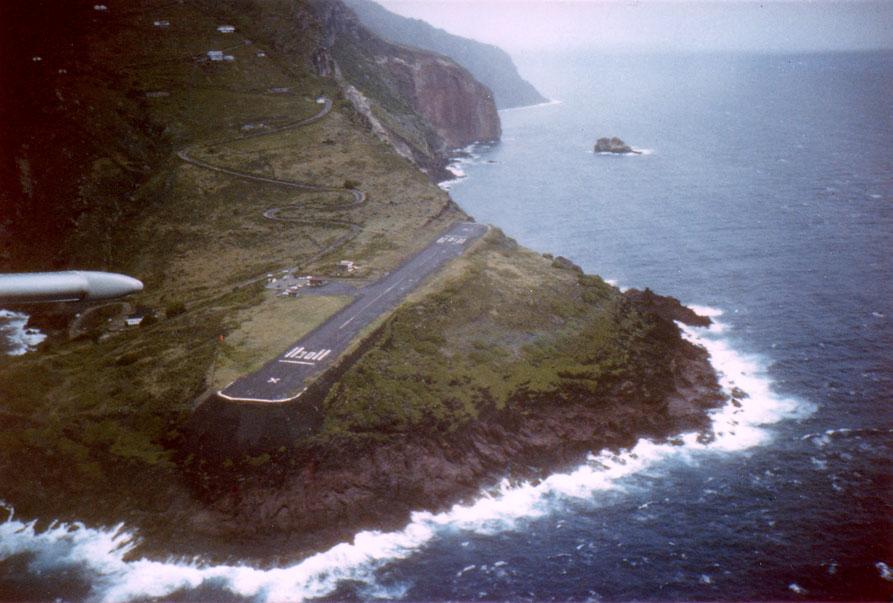 Me deixa. Tô morto >-/o — Aeroporto Juancho E. Yrausquin (Ilha de Saba, Caribe)
